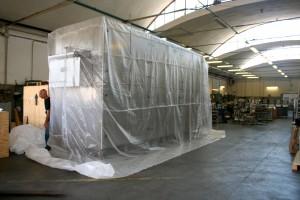 Preparazione all'imballo -Copertura con sacco di pluribol  + film in termoretraibile.