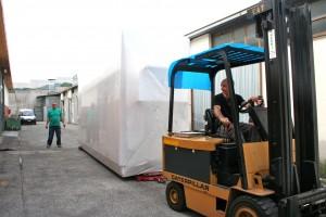 Trasferimento macchinario sul piazzale antistante per il carico nel contenitore da 40'